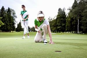 Ladies Golf mit unterschiedlichem Grüntouch