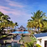 Traumhafter Ausblick über den Pool und das Strandrestaurant zum Meer