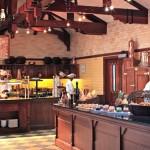 Rustikalstil im Buffetbereich des Restaurants Annabella's