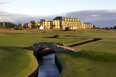 Blick vom Old Course auf das Hotel