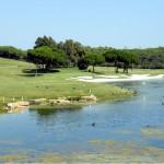 Wasser, ein hübscher Strandbunker, knapp geschnittenes Grün - ein konzentrierter Schlag ist Pflicht an Bahn 11 als 170 m langes Par 3