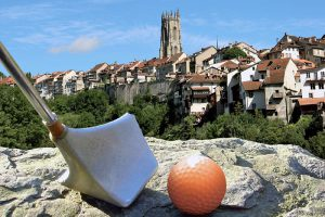 Der Stadtgolf-Parcours verbindet die historischen Höhepunkte Fribourgs - mit einem leicht spielbaren Golfschläger in der Hand.